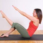 mujer-realizando-ejercicio-de-pilagtes-en-el-suelo