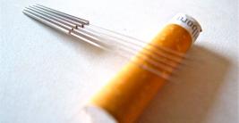 agujas-de-acupuntura-sobre-una-colilla